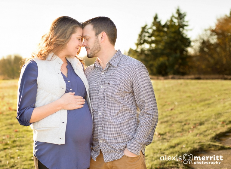 alexis-merritt-photography-maternity01Maternity couple in love at Discovery Park in Seattle, WA - Alexis Merritt Photography