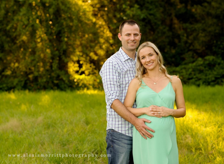 Outdoor pregnancy portraits | Lynnwood Maternity Photographer