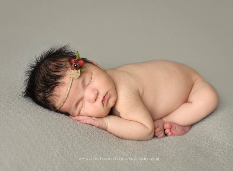Baby with headband | Seattle Newborn Photographer