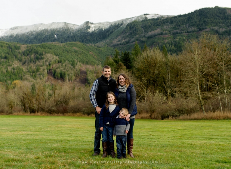 Seattle Family Photographer | field with mountains